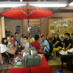 City walking tour : having a break at the tea shop